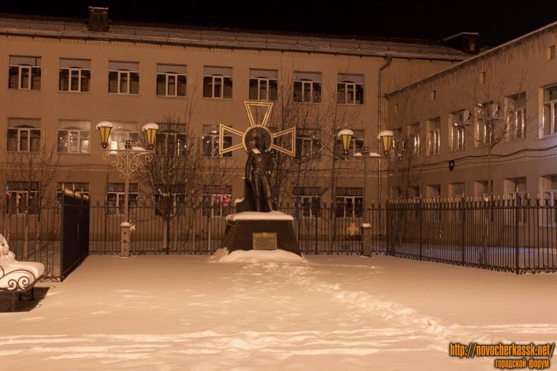 Памятник воинам-героям Первой мировой войны перед Кадетским корпусом
