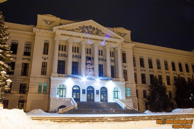 Главный корпус ЮРГПУ (НПИ) в Новый год 2015