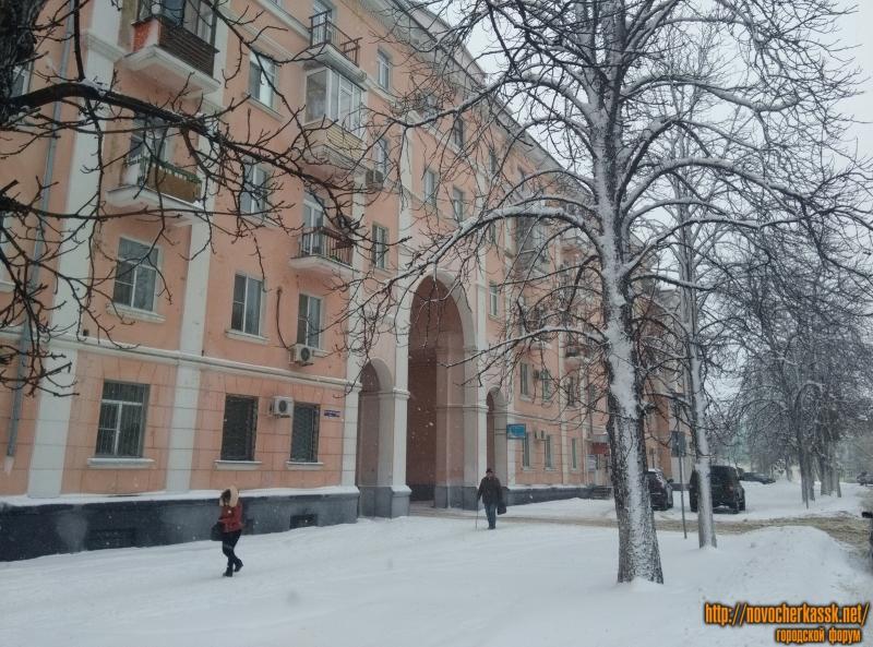 Площадь Троицкая. Дом с аркой