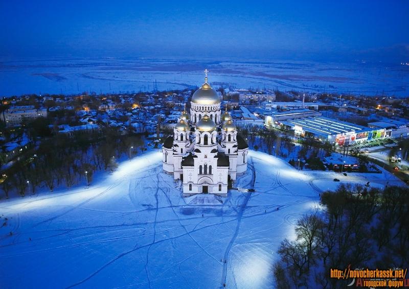 Собор в Новочеркасске вечером с квадрокоптера