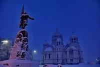 Собор и памятник Ермаку зимой