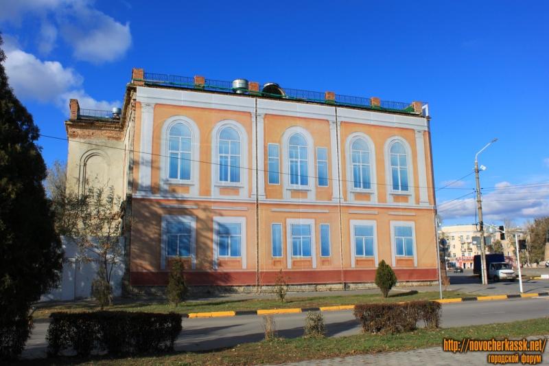 Здание дворянского собрания. Пр. Платовский / площадь Ермака