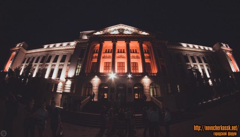 Главный корпус ЮРГПУ (НПИ) ночью. 28 июня 2014