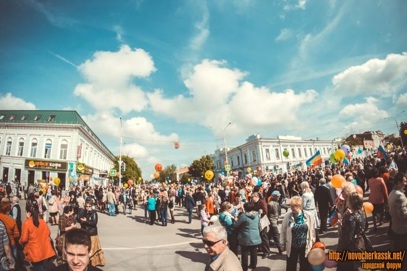 Первое мая 2014 года. Площадь перед памятником Платову