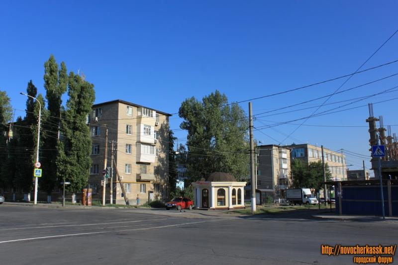Перекрёсток Крылова и проспекта Баклановского