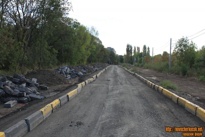 Новая дорога к детскому саду из бордюров, демонтированных с проспекта Баклановского