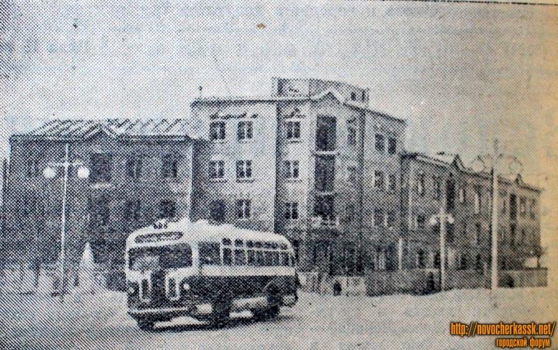 Угол Московской (Ленина) и Кривопустенко (Среднего переулка)