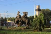 Памятник-кони на площади Юбилейной