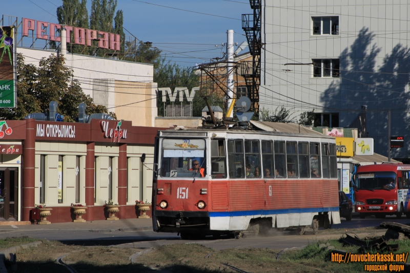 Трамвай на улице 26 Бакинских комиссаров