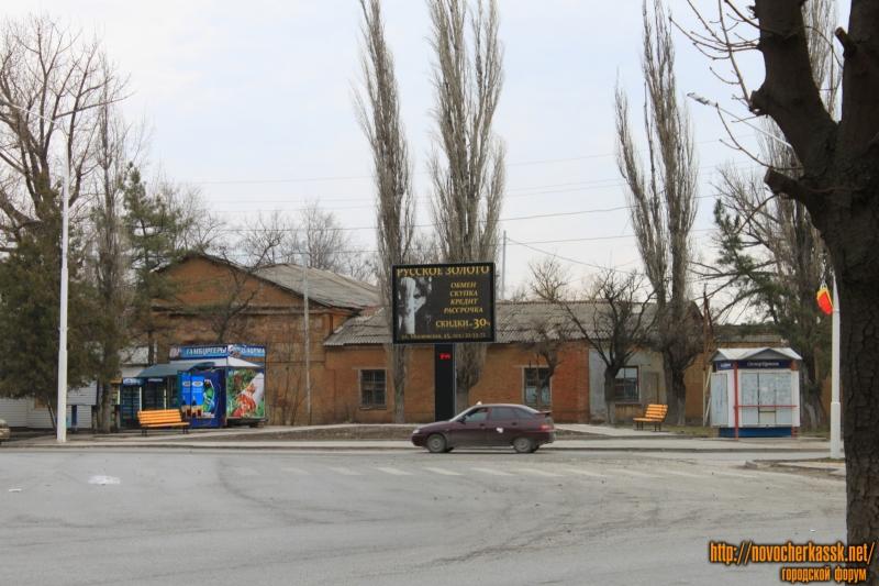 Площадка для ожидания автобуса на пл. Троицкой