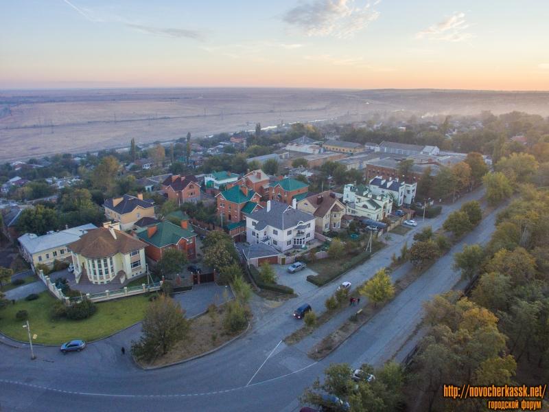 Жилые коттеджи в районе улиц Александровской и спуска Разина