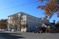 Перекресток Московской и Комитетской. Первая школа и павильон «Ягодка»