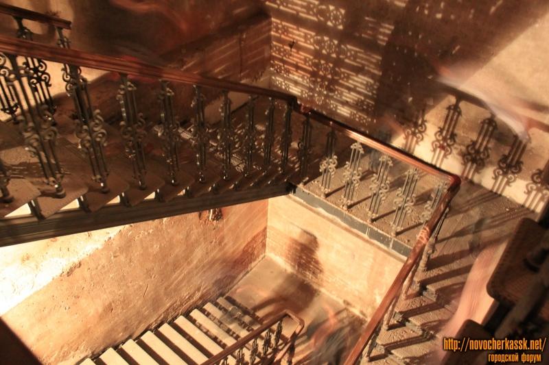 Лестница в подвал собора