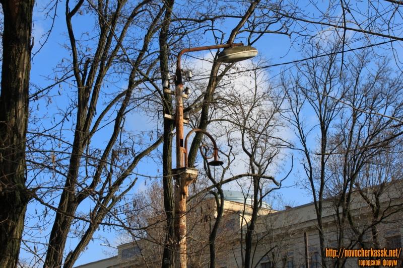 Старый столб на улице Богдана Хмельницкого