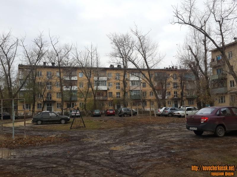 Улица Николаевой-Терешковой, 10, справа - 12