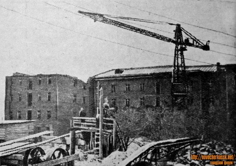 Строительство общежитий для студентов инженерно-мелиоративного института на Зеленой улице. Июнь 1954 года