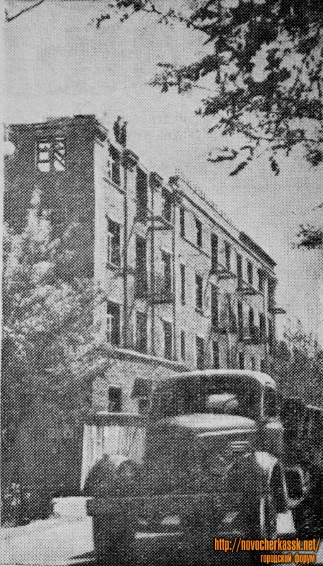 Строительство четырехэтажного общежития для учащихся сельскохозяйственного техникума на проспекте Жданова. Июнь 1954 года