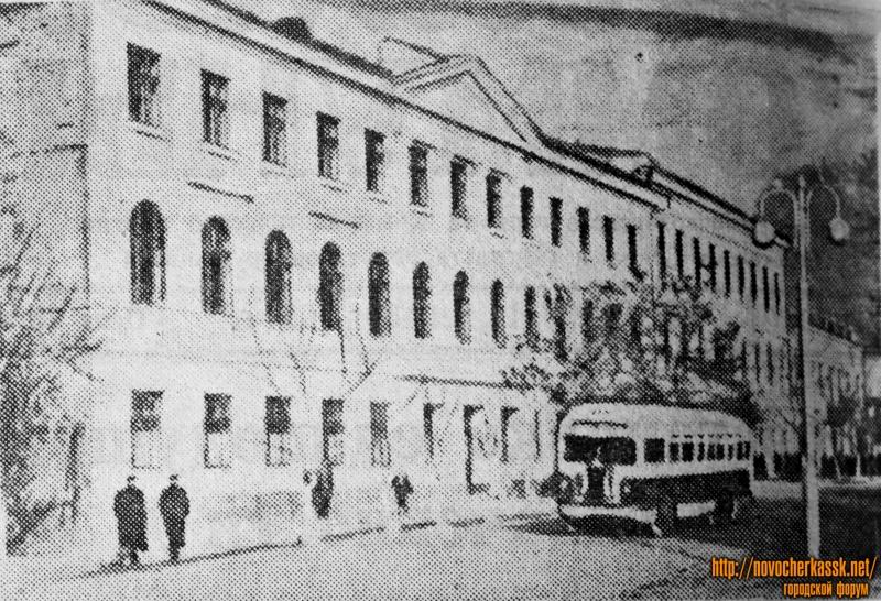 Строительный техникум, пр. Платовский. Декабрь 1954 года