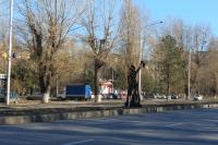 Фигуры на проспекте Баклановском вдоль Рощи