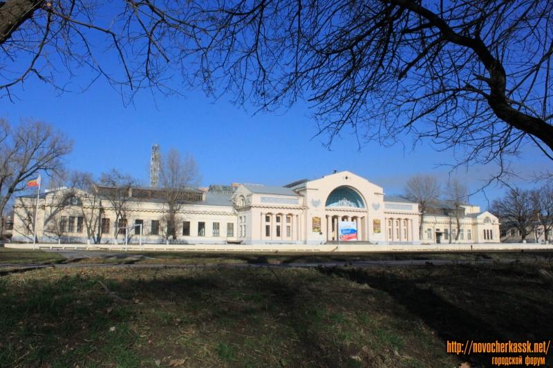 Энергетический факультет ЮРГПУ (НПИ) - вид со стороны стадиона