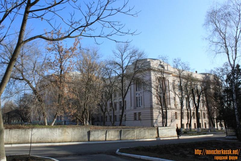 Главный корпус ЮРГПУ (НПИ) - вид со стороны Химфака
