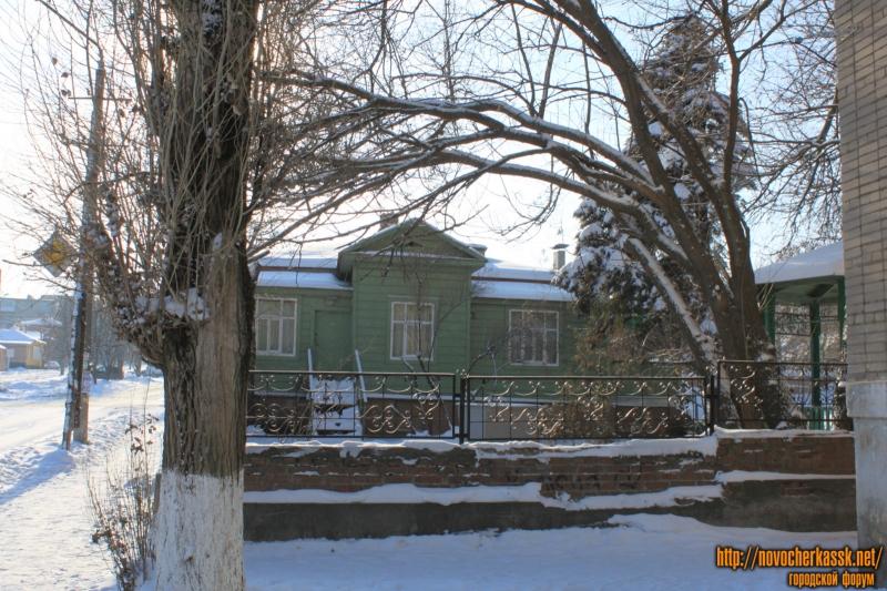 Дом художника Крылова. Улица Буденновская, 92. Вид с улицы Крылова