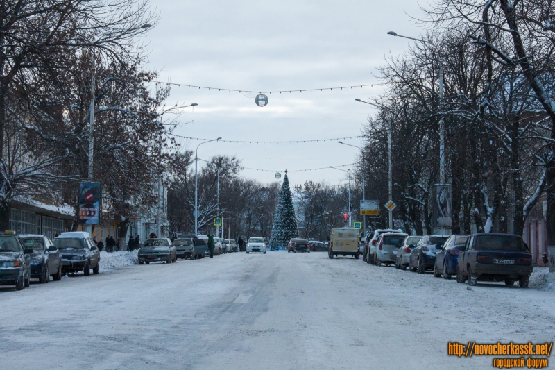 Улица Московская и ёлка