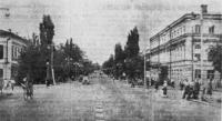 Общий вид Московской улицы в сторону площади Революции. Октябрь 1954 года
