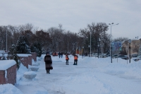 Уборка снега перед администрацией