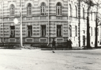 Здание на углу площади Троицкой и Московской