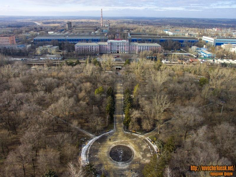 Парк на Соцгороде и заводоуправление НЭВЗ