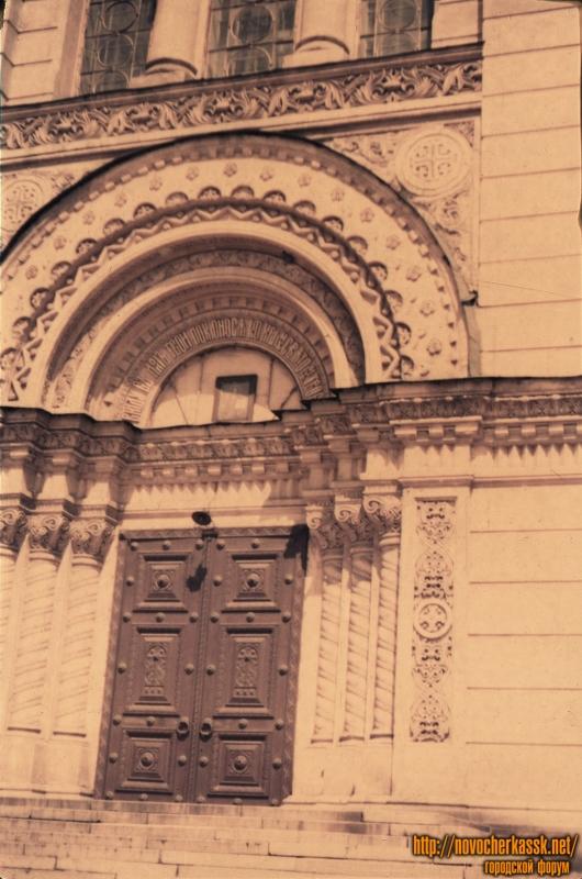 Основной вход в собор