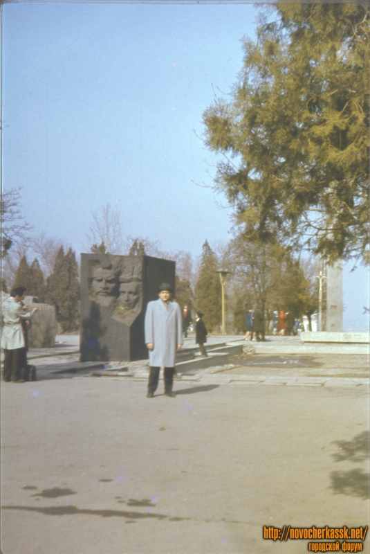 На площади Троицкой