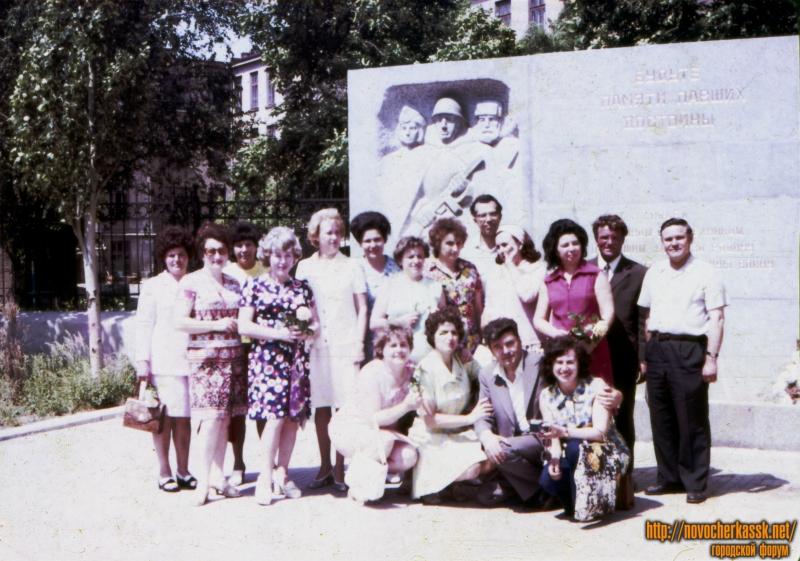 Перед памятником политехникам, погибшим в ВОВ