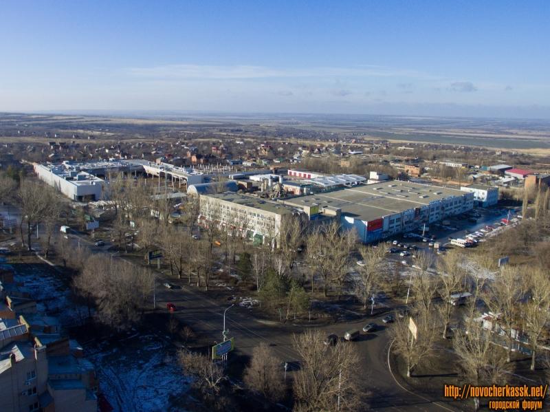 Проспект Баклановский, 200 и строящийся торговый центр (вдалеке)
