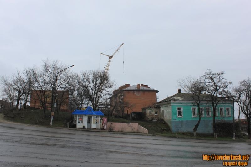 Красный спуск, 2 и новостройки в переулке Путиловском