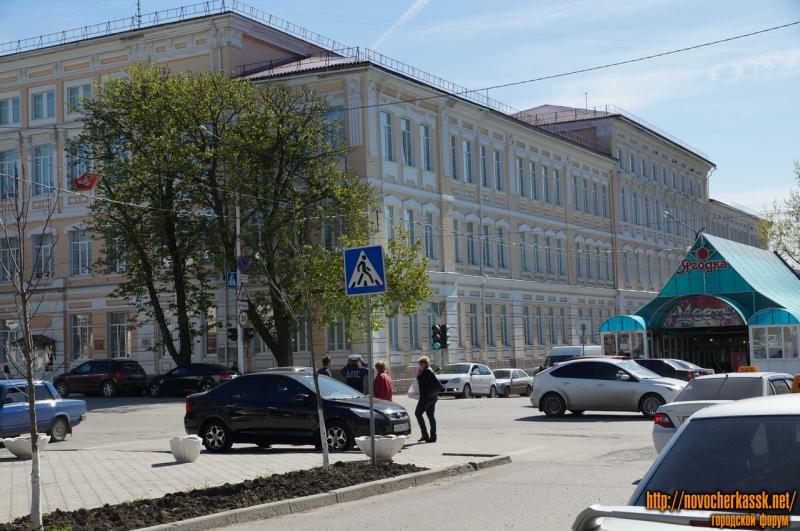 Первая школа. Вид у улицы Комитетской. Апрель, 2013