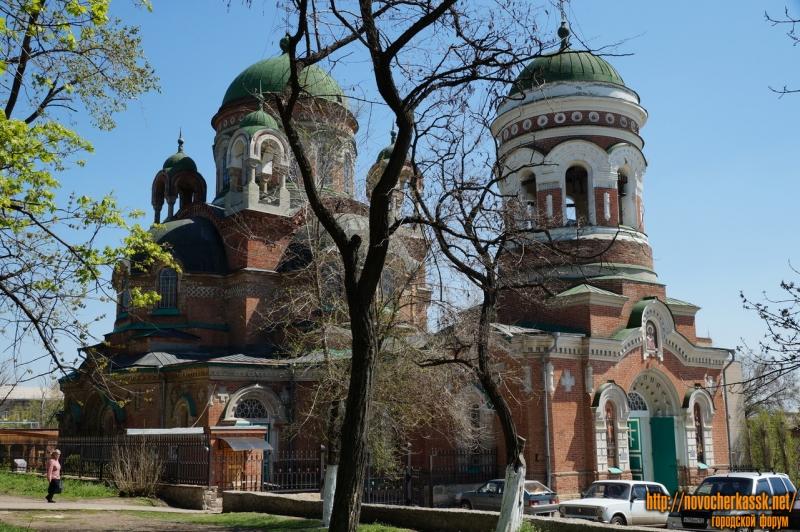 Вид на Александро-Невский храм из Александровского парка. Апрель 2013