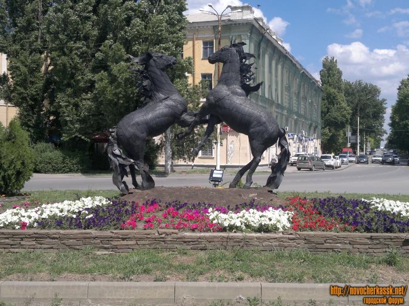 Скульптурная композиция «Кони»