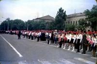 Пионеры перед памятником Ленину