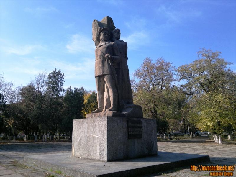 Памятник Фёдору Подтелкову и Михаилу Кривошлыкову - борцам за советскую власть