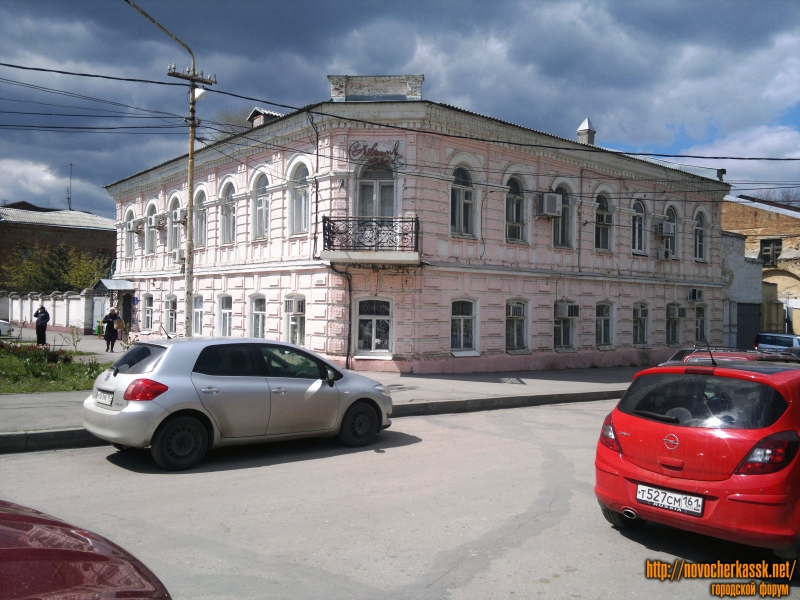 Дом по ул. Дворцовой 8