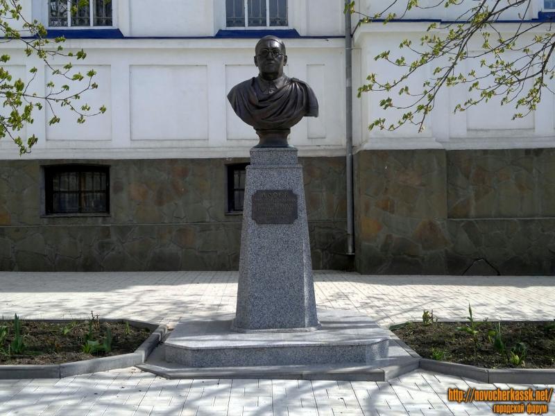 Памятник. Алексею Фёдоровичу Лосеву
