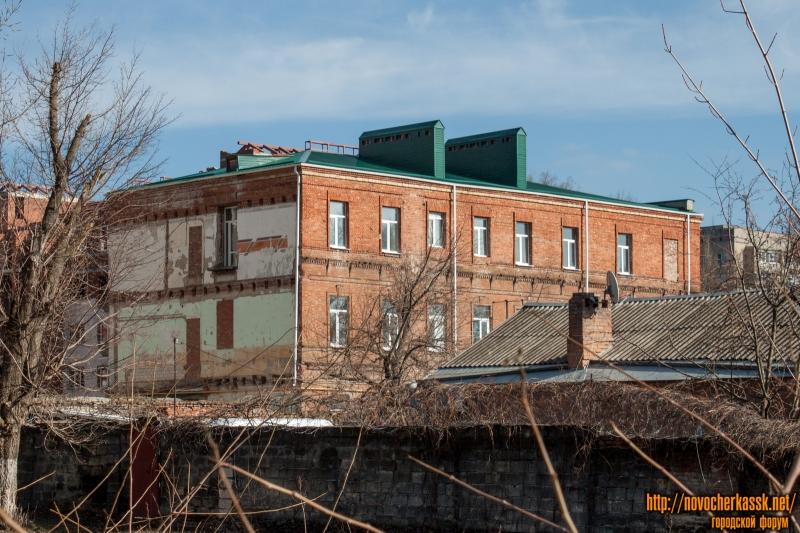 Улица Дубовского, 18. Вид из детского парка
