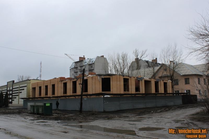 Строительство на углу Фрунзе и Школьной