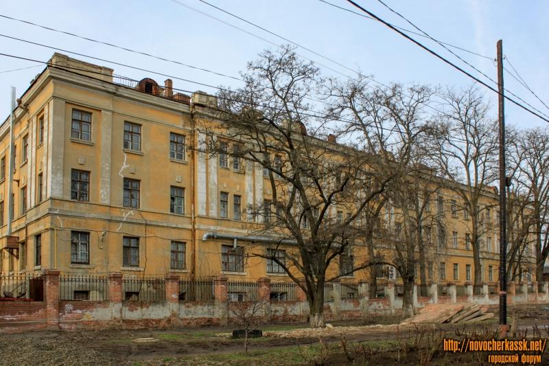 Геологоразведочный техникум. Вид с улицы Каляева