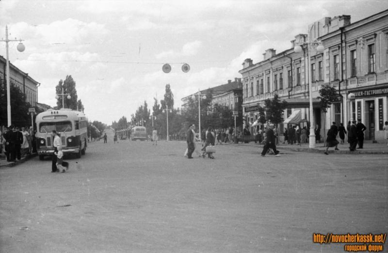 Перекресток Московской и Платовского