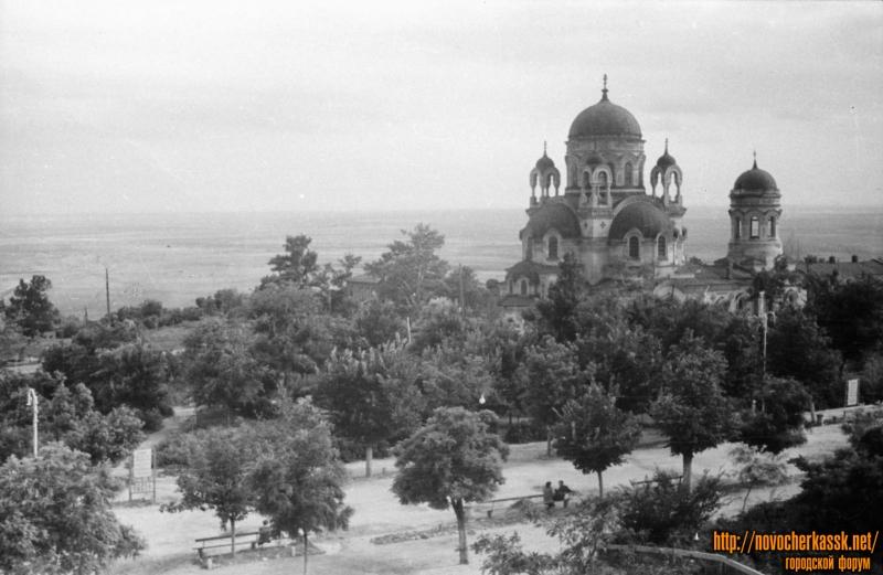 Вид с кургана в Александровском саду на храм Александра Невского