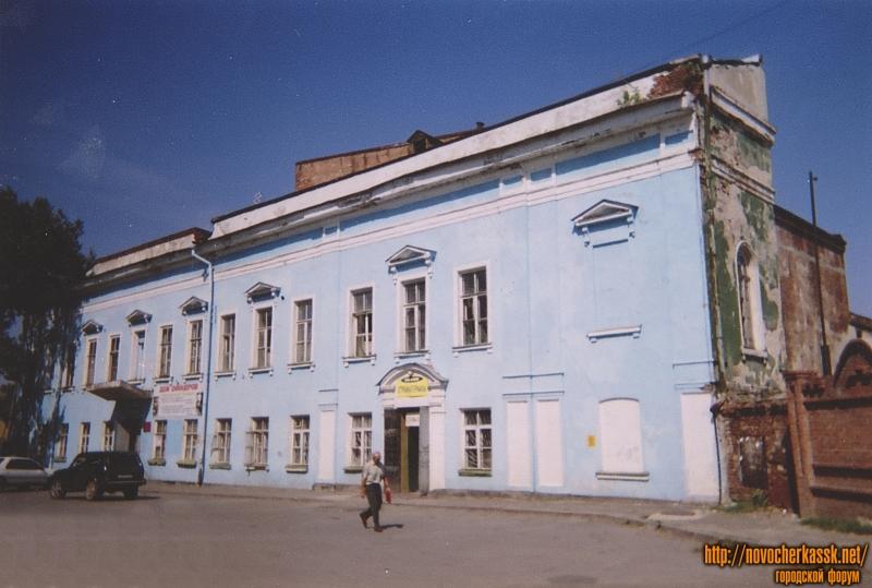 Площадь Ермака, 1. Дом офицеров. Бывший архиерейский дом