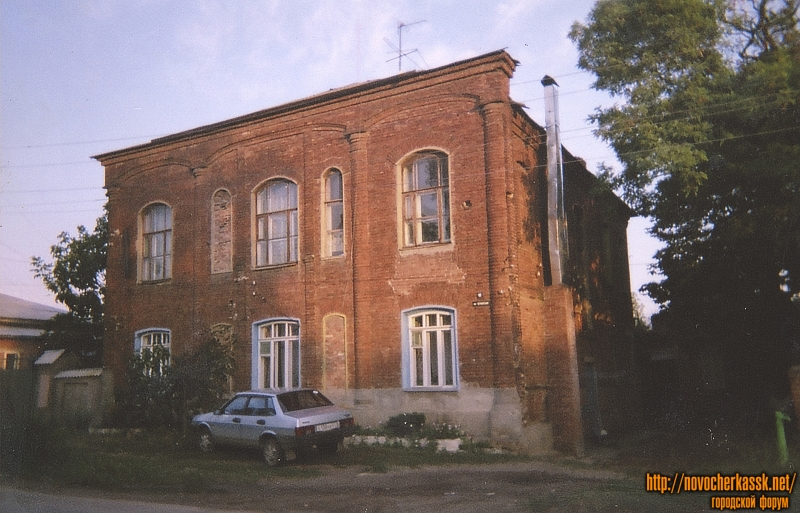 Возможно - монастырские постройки. Переулок Путиловский, 19